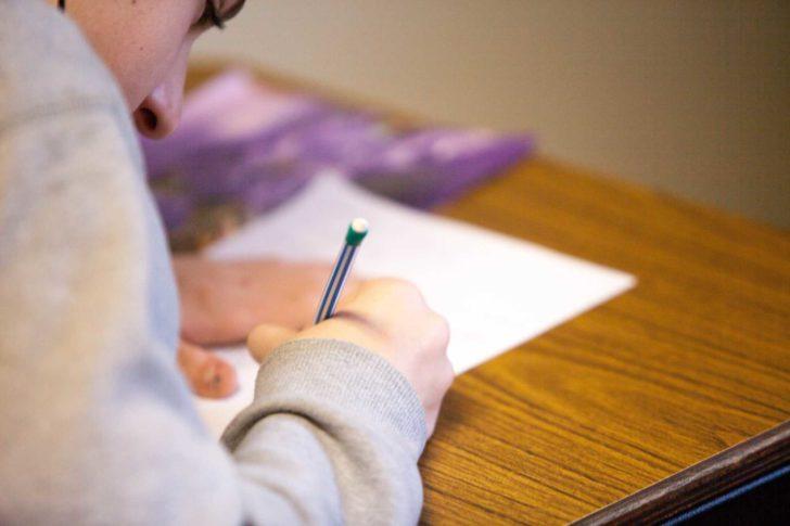 社会人の勉強時間の平均は6分