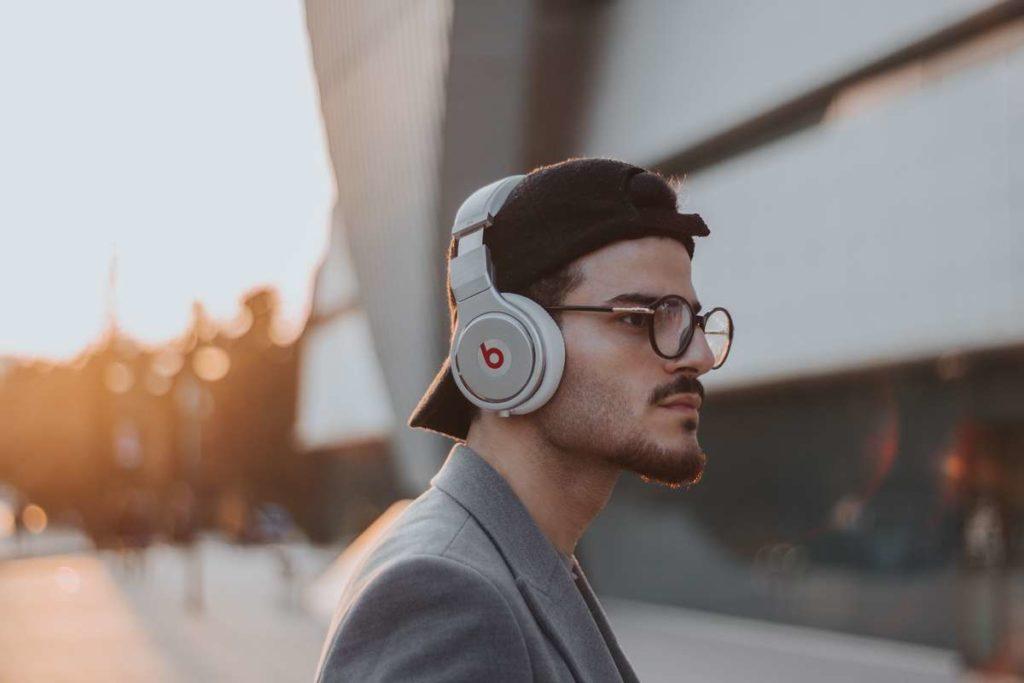 落ち込んだ時の対処法は音楽