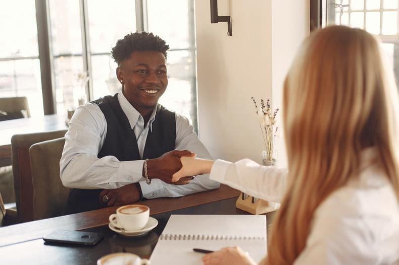 職場でぼっちなら転職すべき